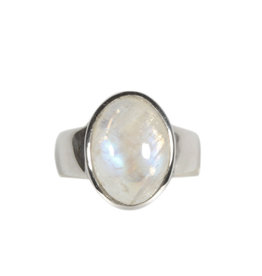Zilveren ring maansteen (regenboog) maat 19   ovaal 1,5 x 1,1 cm