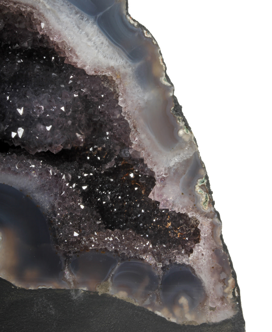 Amethist geode 25 x 11,5 x 19 cm   6,57 kg