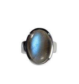 Zilveren ring labradoriet maat 17 | ovaal 1,8 x 1,3 cm