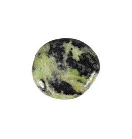 Magnetiet in serpentijn steen plat gepolijst