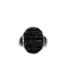 Zilveren ring toermalijn (zwart) maat 18 | ruw ovaal 1,8 x 1,3 cm