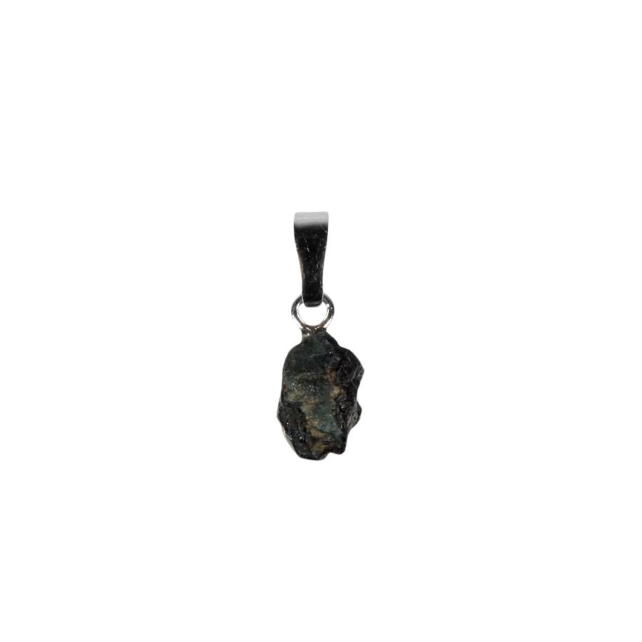 Alexandriet hanger ruw 0,5 - 1 gram met zilveren oogje