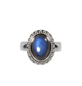 Zilveren ring labradoriet maat 19 1/4 | ribbelrand ovaal 1,4 x 1 cm