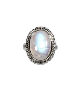 Zilveren ring maansteen (regenboog) maat 19 | ovaal ribbelrand 1,9 x 1,3 cm