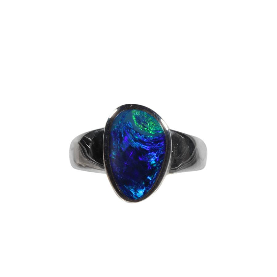 Zilveren ring opaal (Australië) doublet maat 19 1/2   1,5 x 0,9 cm