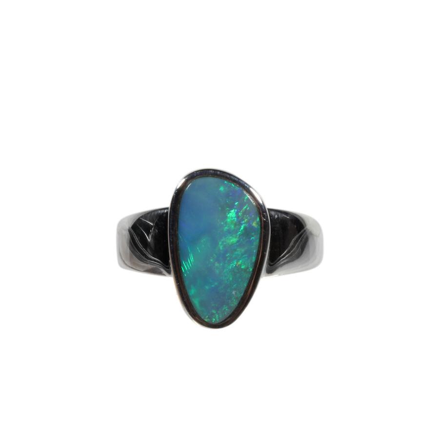 Zilveren ring opaal (Australië) doublet maat 19   1,4 x 0,9 cm
