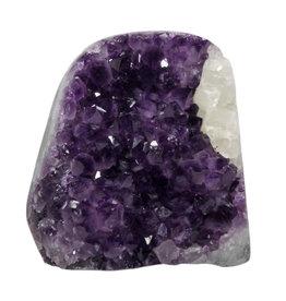 Amethist cluster staand met calciet kristal 13,5 x 9,5 x 14 cm   2419 gram