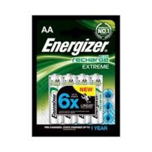SAGA Battery charger + 8 AA batteries