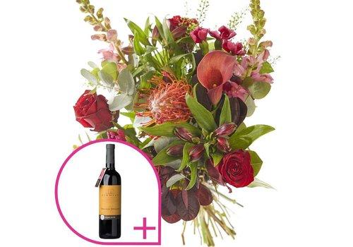 Boeket feestelijk met rode wijn