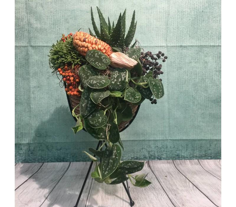 Herfstdecoratie in plantenstandaard