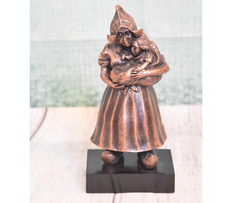 Volendammer vrouw groot brons