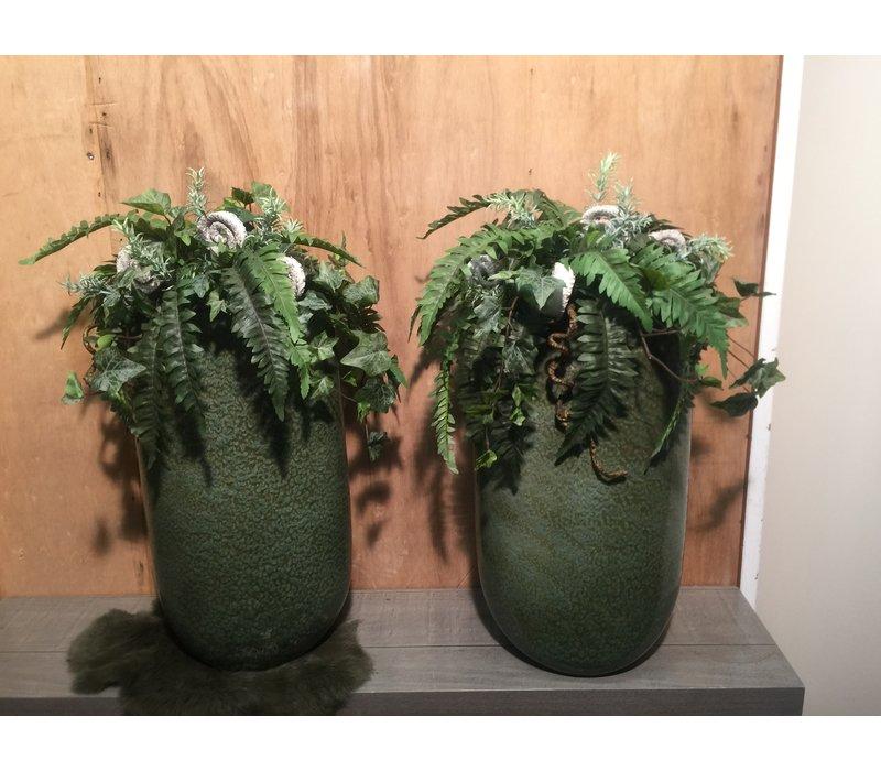 Groene vaas gevuld met Nephrolepis