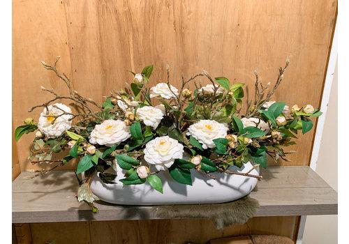 Ron Hoogglans, ovale bak met tuinrozen & Magnoliatakken