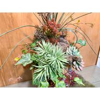 Fidrio vaas opgevuld met kunstplantjes hoog
