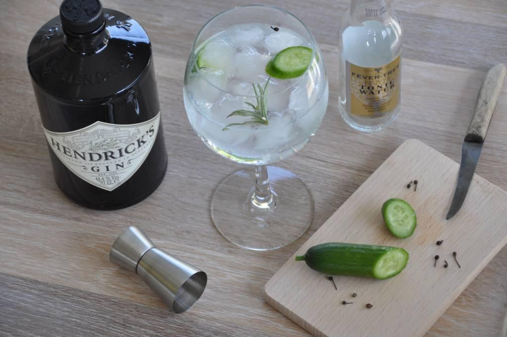 Hendrick's Gin Tonic, komkommer, rozemarijn en voatsiperifery peper