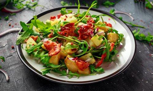 Salade met spek en mango-azijn-dressing