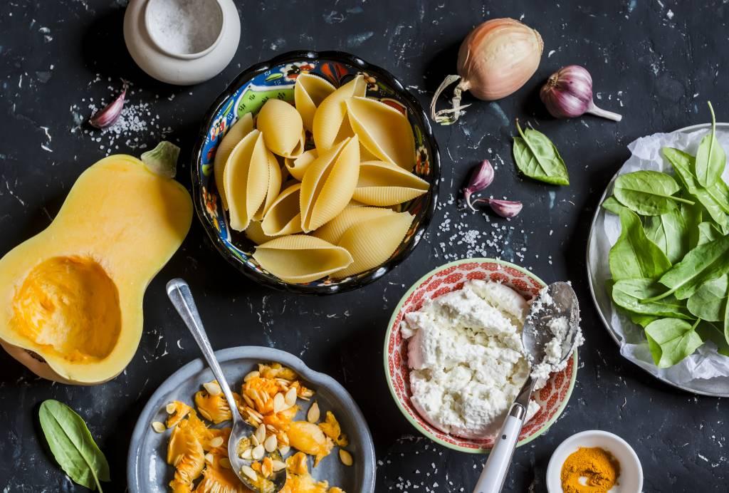 Gevulde pastaschelpen met gehakt, chorizo en pompoensaus