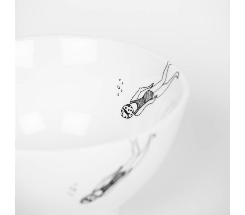 bol en porcelaine  fille qui plonge