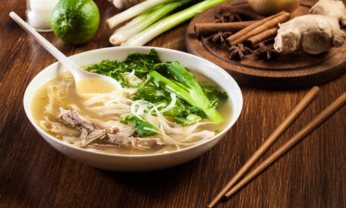 Vietnamese Pho Noedelsoep met kip