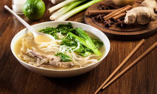 Pho - soupe de nouilles au poulet Vietnamienne