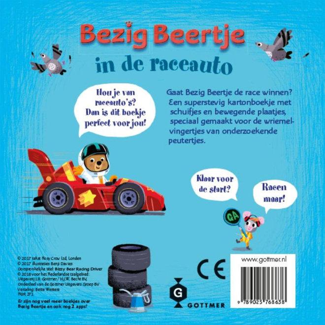 Bezig Beertje in de raceauto