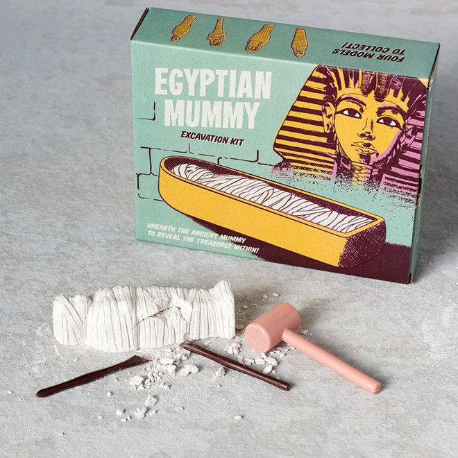 Egyptische mummie uithakken