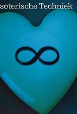 Orgonite hart glow in the dark in diverse kleuren en met een geometrisch  symbool.