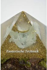 Orgonite piramide met Bergkristalbol Prehniet, Visocalciet en Atlantisiet