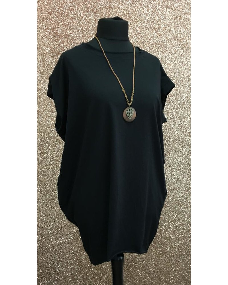 Long tee with necklace