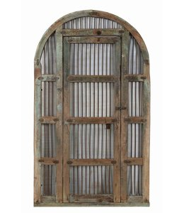 Large arched gate/doorway