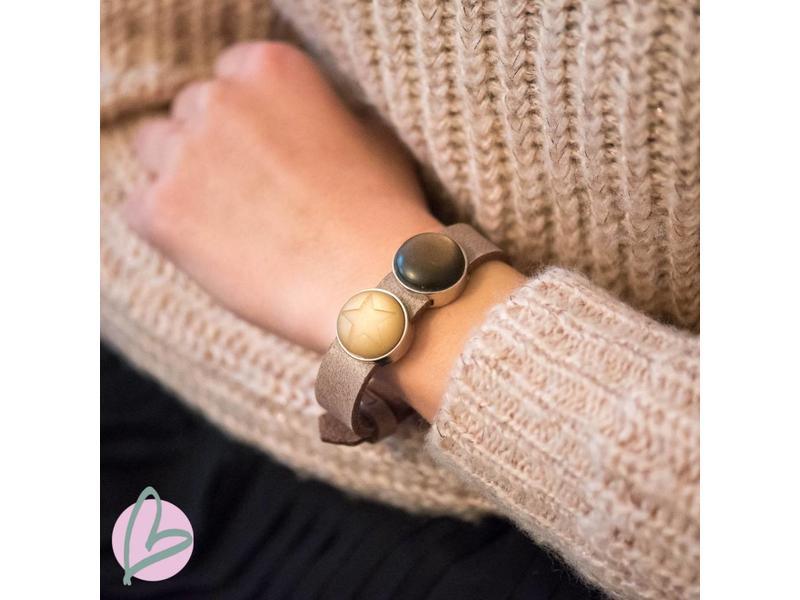 Bruin leren armband met bruine schuivers