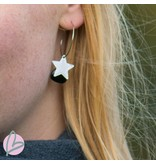 Viva zilverkleurige oorbellen met zwarte druppel en ster
