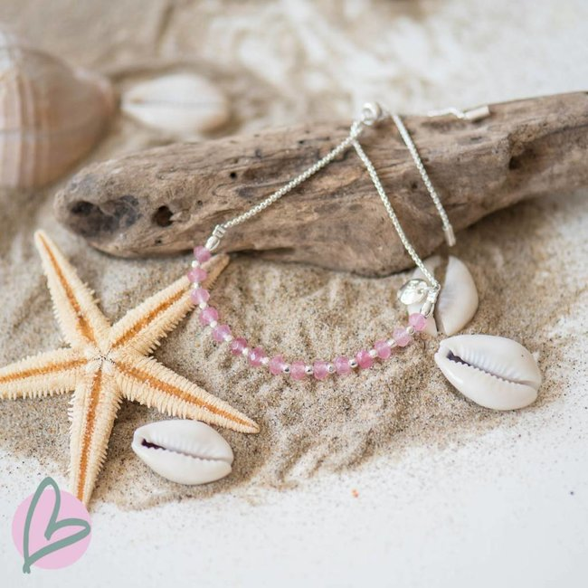 Biba armband met mat zilver en lichtroze kralen