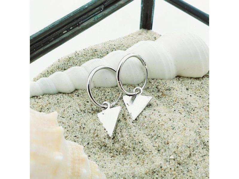 KARMA KARMA oorringen driehoekje zilver