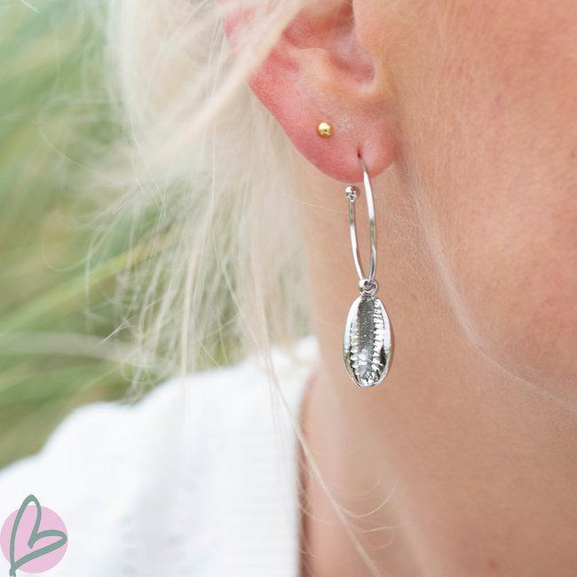 Beadle oorbellen met schelp zilver