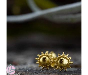 KARMA Symbols  goud zon oorstekers