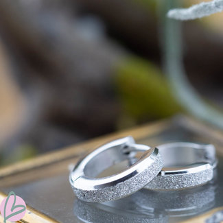 KalliKalli ronde zilveren creolen sandblasted