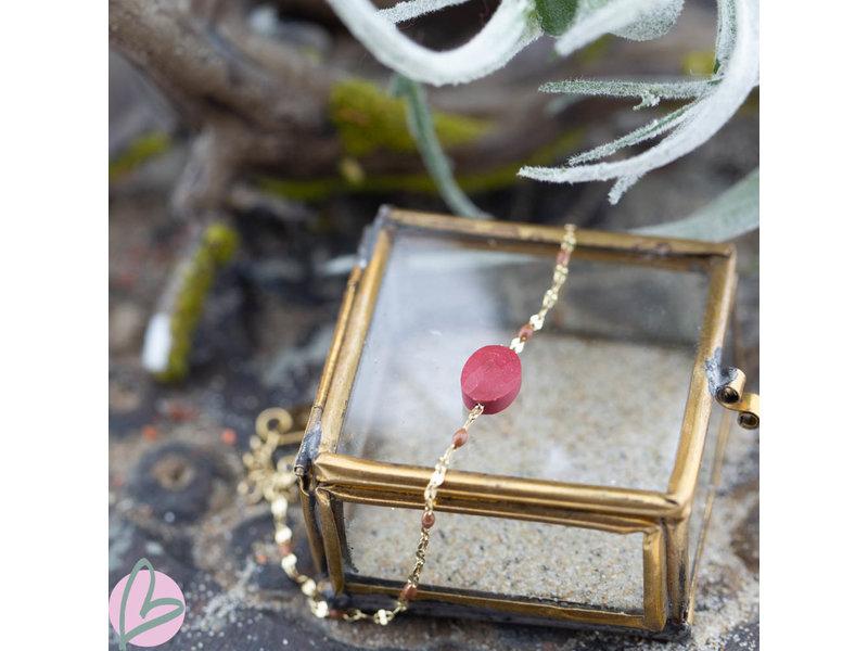 ZAG  Bijoux gouden armbandje met koraal tint steen
