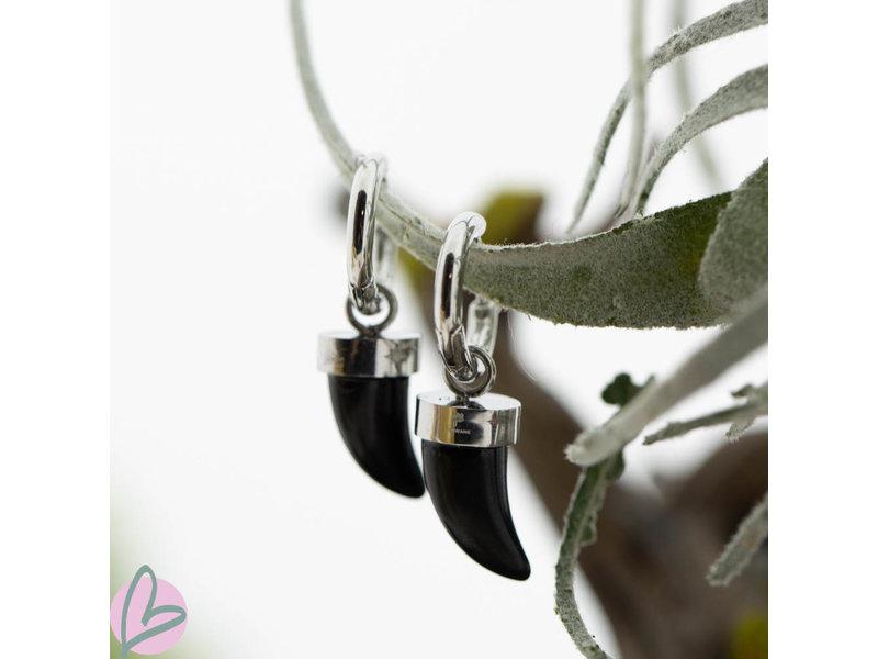 Beadle Zilverkleurige hoops met zwarte hangers