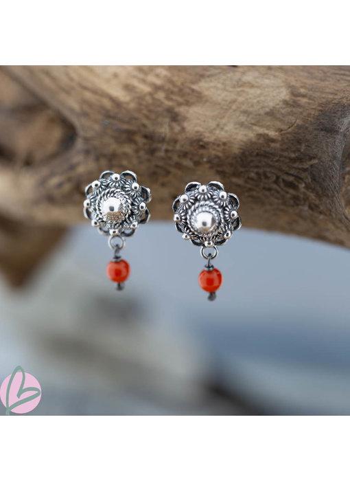 Zeeuws Zilveren Zeeuwse knop oorstekers met koraal