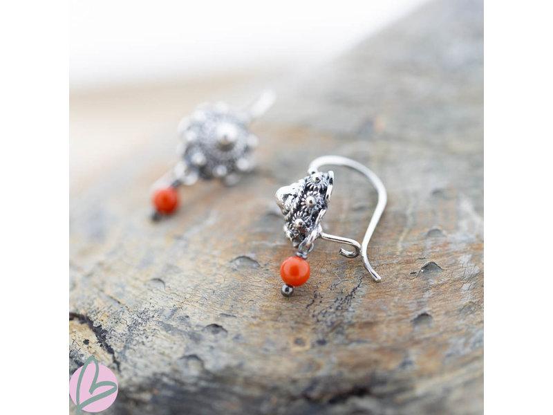 Zeeuws Zilveren Zeeuwse knop oorstekers met koraal bedels oorhaken