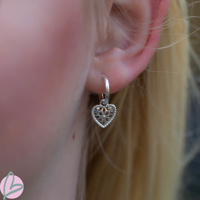 Biba oorbellen zilver bewerkt hangertje - hart