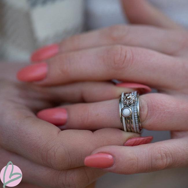 IXXXI Complete ring Zeeuwse knop wit steentje