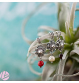 Zeeuws Echt zilveren Zeeuwse knop hanger met rode koraal bedel