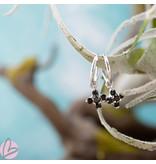 KARMA Oorringen zilver925 met crystal zwarte steentjes bloem