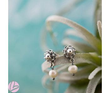 Zeeuws Zilveren Zeeuwse knop oorstekers met parel