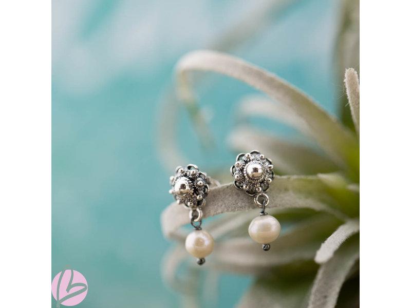 Zeeuws Zilveren Zeeuwse knop oorstekers met zoetwaterparel