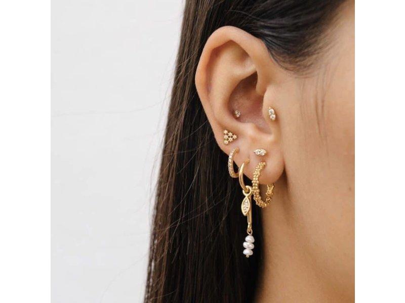 Eline Rosina Mix en match goud oor pendant met witte parels