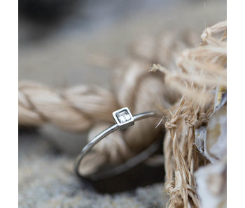 Charmins Stylish square crystal ring zilver