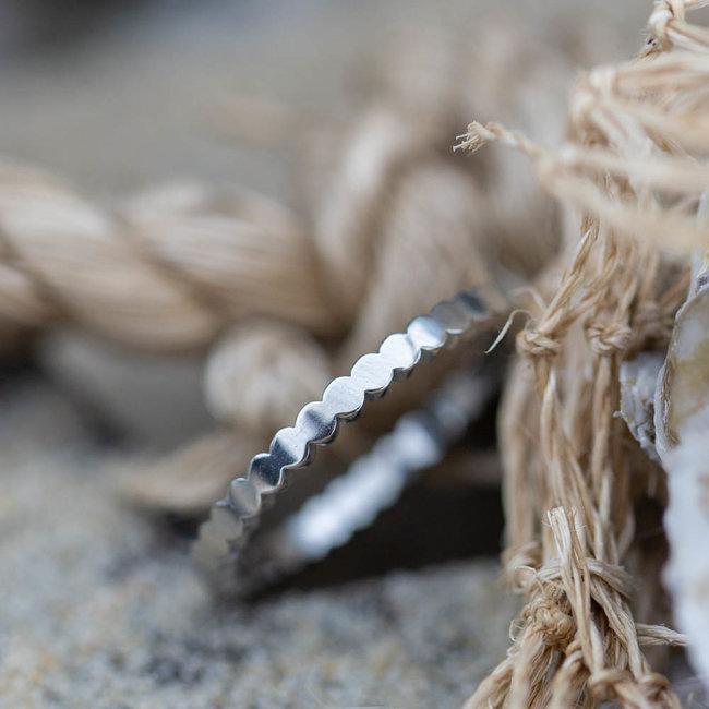 Charmins Fijne ring flat circles zilver